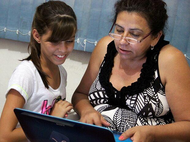 Tentando se adequar à modernidade, mães pagam mico na internet