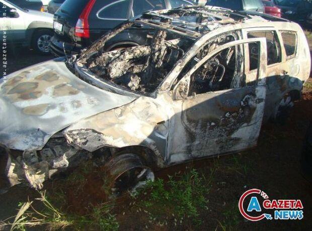 Ao fugir do DOF carro com droga capota e pega fogo entre Amambai e Caarapó