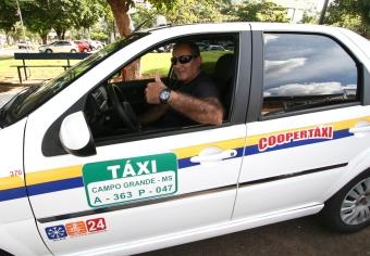 Taxistas comemoram aumento do movimento em domingo de concurso