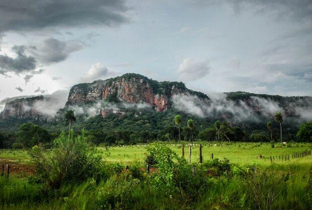 Bela natureza e aura mística dão fama ao distrito de Piraputanga