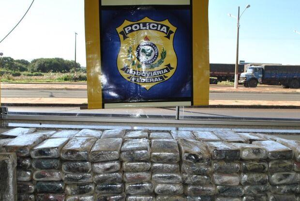 Caminhoneiro é preso na BR-163 com 120kg de cocaína pura camuflada em carga de soja