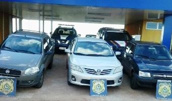 Dois veículos são recuperados pela PRF