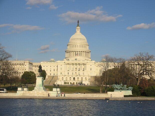 Governo dos EUA fecha acordo e possui dívida de US$ 17 trilhões