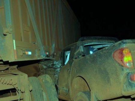 Pecuarista morre a caminho do hospital depois de bater caminhonete em carreta