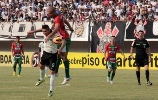 Corinthians é punido por um mando de jogo por garrafada em bandeira no Morenão