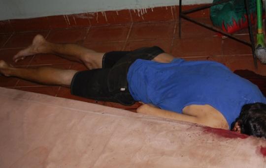 Homem é encontrado morto com sinais de perfuração no pescoço