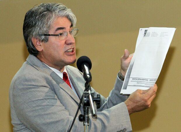 Líder do prefeito promete levar denúncia de esquema na PF e MP
