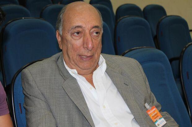 Após mais de uma hora de reunião, parlamentares decidem não convocar prefeito sobre assunto