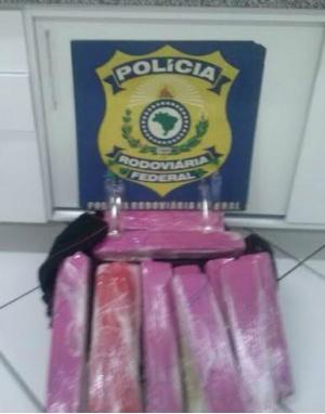 PRF apreende maconha e lança perfume que iria para São Paulo