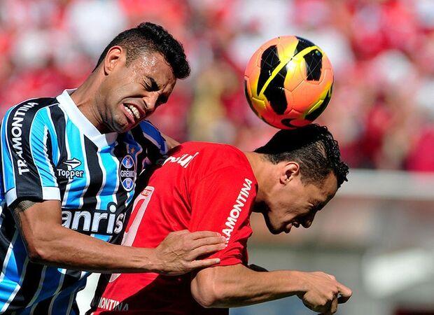 Jackson faz gol contra bizarro, mas Inter busca empate no Gre-Nal 398