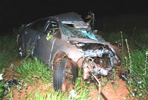 Acidente envolvendo carro e caminhão deixa um morto na BR-267