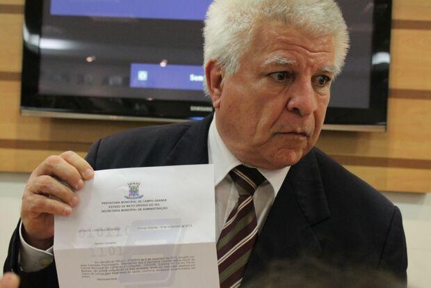 Secretária apresenta atestado neurológico à Comissão Processante para não testemunhar