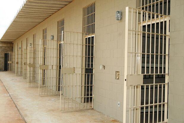 Detento foge da prisão para beber, passa mal e morre