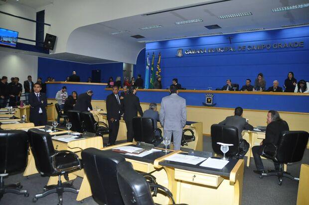 CCJ pede mais prazo e Câmara Municipal adia votação de vetos de Bernal