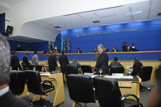 Vereadores repudiam possível reeleição de Bernal