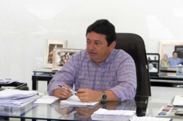 Ficha suja derruba candidatura do prefeito de Anaurilândia