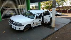 Condutor não respeita sinalização,deixa militar ferido e ainda bate em caminhonete