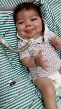 Mãe de bebê luta para conseguir aparelho para  filho respirar que custa R$ 70 mil