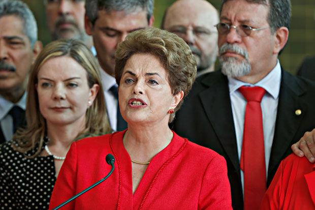 Dilma diz que sofre '2º golpe' na vida e que Temer terá 'oposição enérgica'