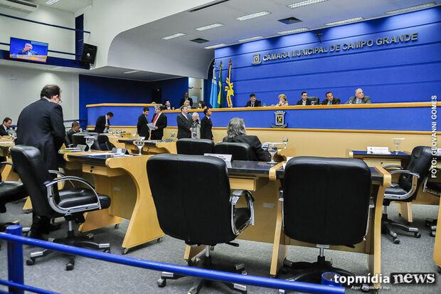 Vereadores cancelam sessão na Câmara para realizar homenagem a personalidades