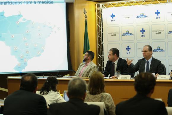 Saúde anuncia economia de R$ 384 milhões; verba vai custear UPAs e medicamentos