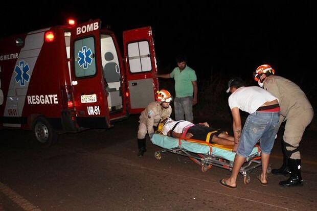 Motociclista e pedestre ficam em estado grave após atropelamento na MS-141