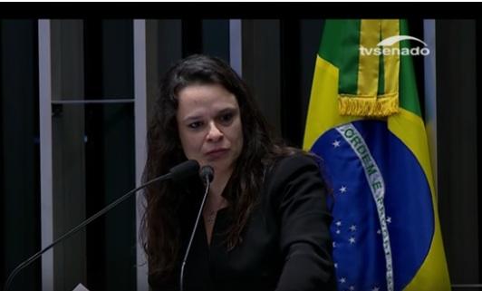 'Impeachment é remédio constitucional', diz Janaína Paschoal