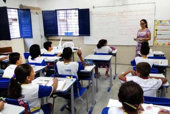 Base Nacional Comum Curricular precisa ter texto mais objetivo, dizem entidades