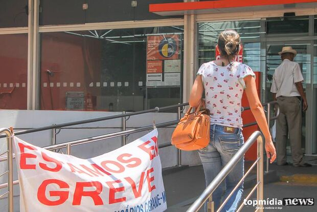 Sem acordo, bancários terminam mais uma semana em greve
