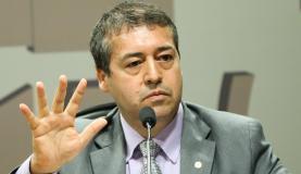 Reforma trabalhista vai formalizar jornada de 12 horas, diz ministro
