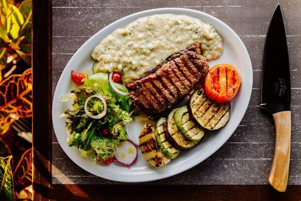 Restaurante aposta em cardápio de carnes nobres por preço que cabe no bolso