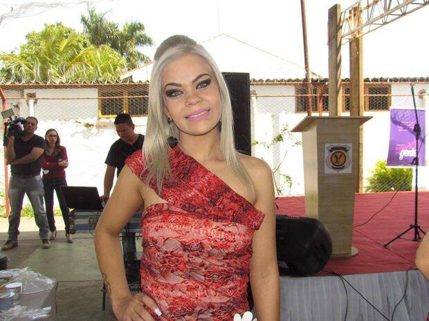 Apontada como assassina de manicure é eleita Miss Primavera em concurso no presídio