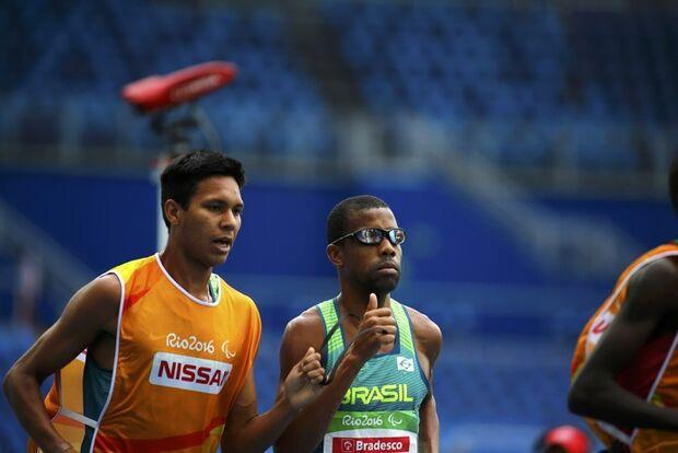 Odair Santos é prata nos 5.000m T11, e abre contagem para o Brasil no Rio