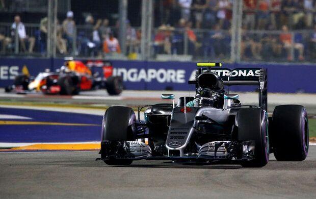 Ricciardo ameaça, Rosberg vence em Cingapura e retoma a liderança da F1