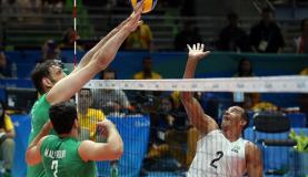 Seleção brasileira masculina de voleibol sentado perde para Irã e disputa bronze