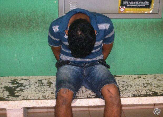 Jovem flagrado com pés de maconha em residência é preso por tráfico de drogas