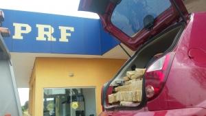 PRF apreende veículo carregado com mais de 300 quilos de maconha