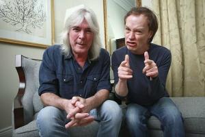 Baixista Cliff Williams anuncia oficialmente saída do AC/DC