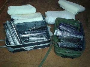 Dupla é detida com malas cheias de maconha no Jardim Itália