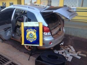 Após perseguição, homem é preso com mais de 700 quilos de maconha em veículo
