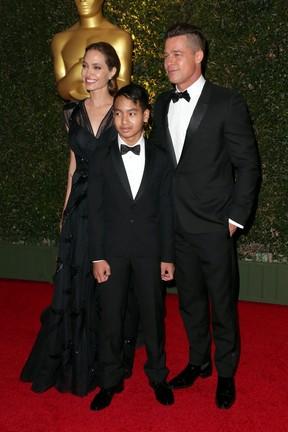 Brad Pitt teria avançado no filho mais velho, Maddox, em jatinho, diz site