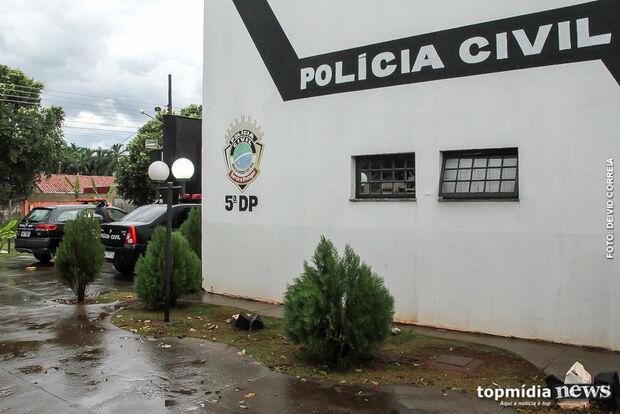 Bandidos armados assaltam mulher com criança de oito anos