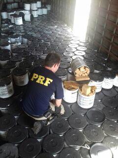 """PRF apreende 700 kg de maconha em meio a caixas de """"grafiato"""""""