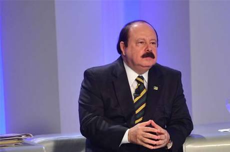 Levy Fidelix se diz contrário a políticas para mulheres e população LGBT