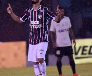 Corinthians empata com gol e sai em vantagem diante do Fluminense