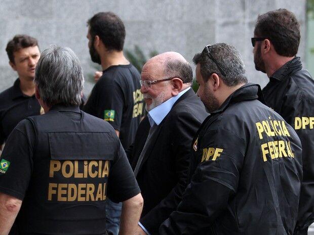 Preso pela 2ª vez, ex-presidente da OAS chega à sede da PF em Curitiba