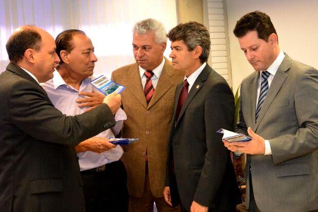 Ex-deputado lança livro Trabalho e Democracia em Campo Grande