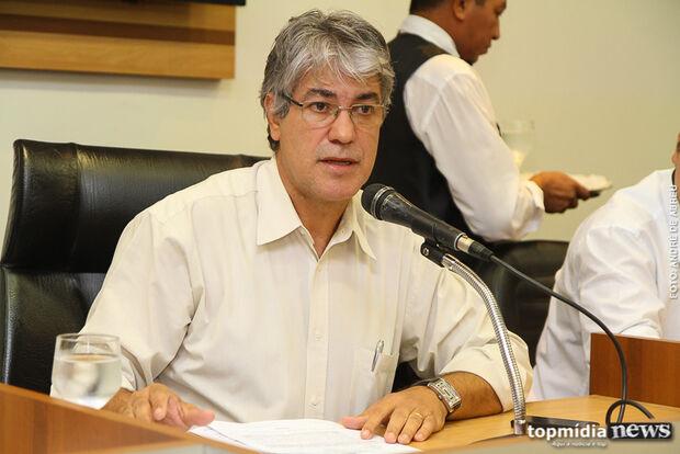 Marquinhos reclama de ataques e derruba propagandas de candidato do PT