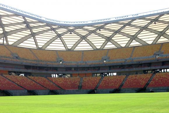 """Torcedores """"dão olé"""" em segurança e invadem treino da seleção brasileira em Manaus"""