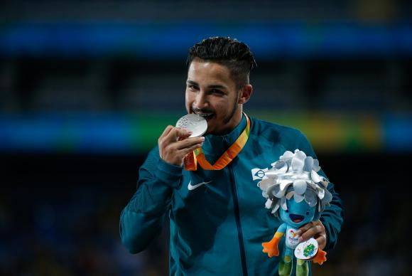 Prata nos 100 metros, Fábio Bordignon trocou o futebol de 7 pelo atletismo